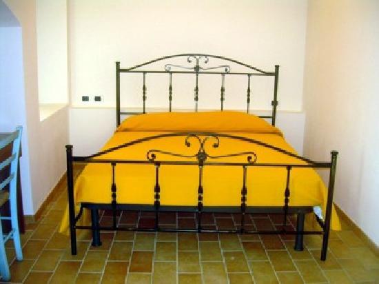 Osteria Fosca Umbra : particolare del letto matrimoniale