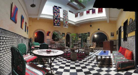 Riad sidi magdoul le coin des artistes is it worth for Salle a manger el patio conforama