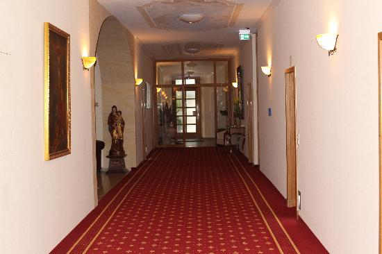Arkaden Hotel im Kloster: Wide Hallways