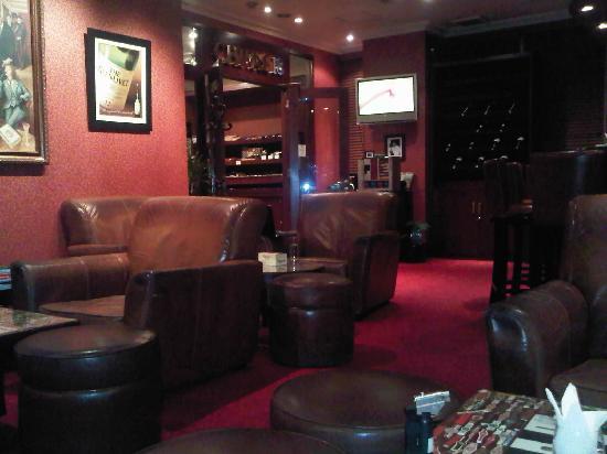 Remarkable Cuban Cigar Smoker S Lounge Picture Of Shangri La Hotel Inzonedesignstudio Interior Chair Design Inzonedesignstudiocom