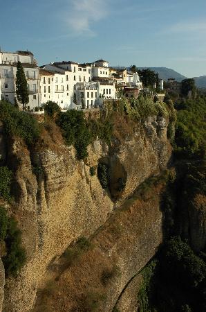 Ronda, Spain: vista das escarpas ao lado da cidade