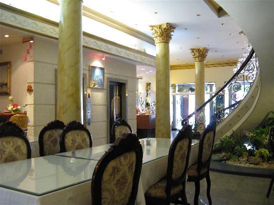 Spring Hotel: Lobby view