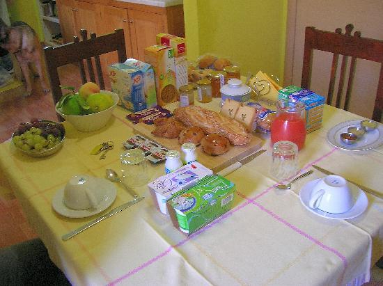 Eta Beta Bed & Breadfast : El maravilloso desayuno de Mauricio