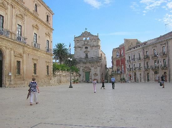 Eta Beta Bed & Breadfast: Ortigia, el cercano centro histórico