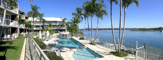 Noosa Shores Resort : Noosa Shores absolute waterfront