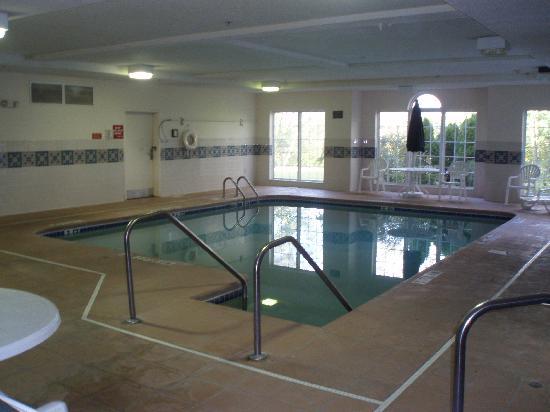 Microtel Inn by Wyndham Beckley: Pool area