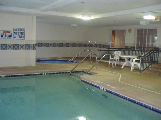 Microtel Inn by Wyndham Beckley: Pool area