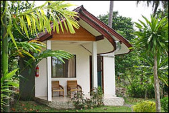 Koh Kwang Resort: Nice bungalow in the lush garden