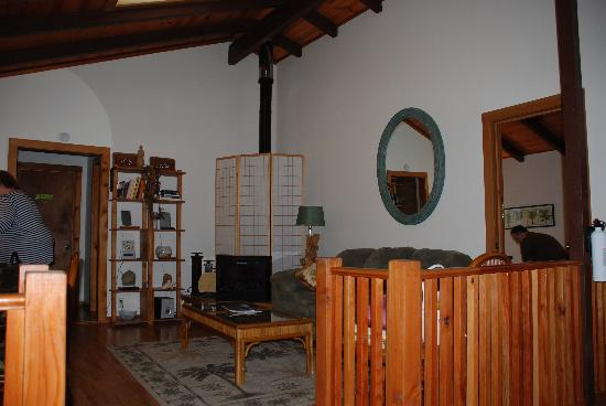 Volcano Guest House: The family room