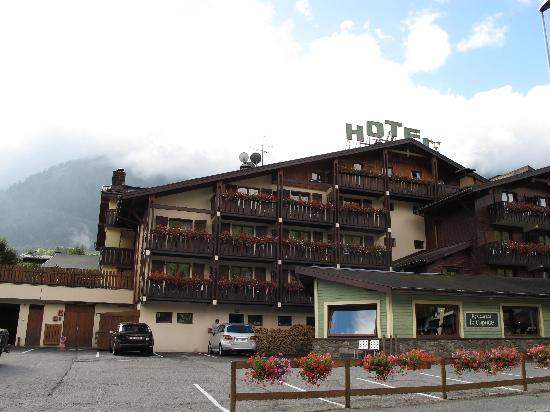 Hotel du Bois : The front of the hotel