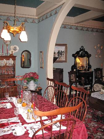 1881 Crescent Cottage Inn dining room and parlor.