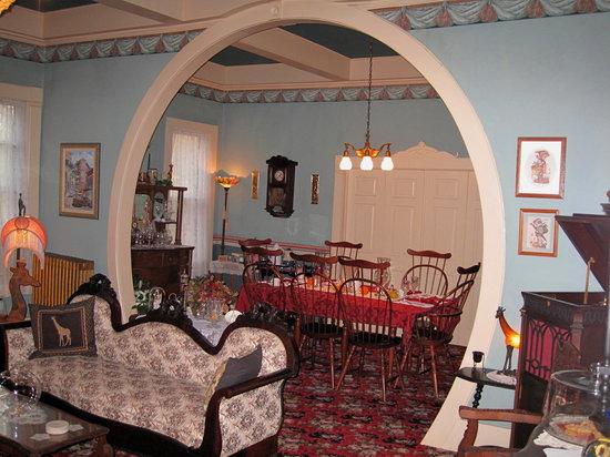 1881 Crescent Cottage Inn