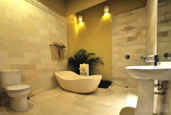 The Jas Villas: Master Bathroom
