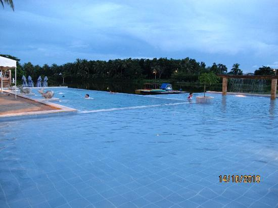 Swimming pool picture of san antonio resort roxas city for Pool show san antonio