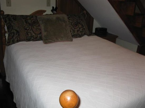 Harvest Moon Bed and Breakfast: Bed
