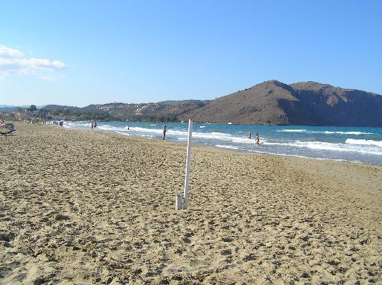 Mare Monte Beach Hotel: la plage devant l'hotel