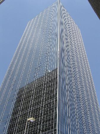 """Renaissance Tower: Typischer Blickwinkel der DALLAS Aussenshoots auf """"Ewing Oil"""""""