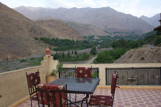 Les Terrasses de Toubkal Lodge : From the terrace up the valley