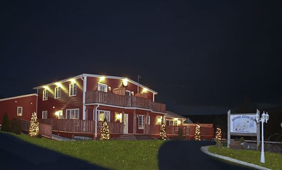 Bears Cove Inn: Exterior of   Inn