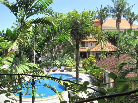Bendesa Accommodation : Vue générale de l'h^otel depuis la terrasse