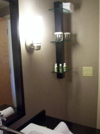 Cambria hotel & suites: Bathroom includes Bath & Body Works Toiletries