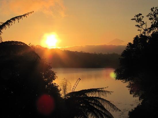 Ashram Guesthouse: Lever de soleil vu depuis l'hôtel