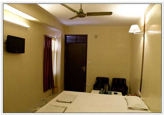 Golden Hotel: AC Room