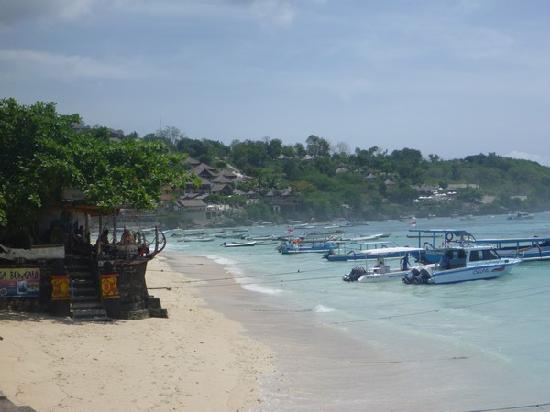 La terrase du Bunga Bungalo sur la plage