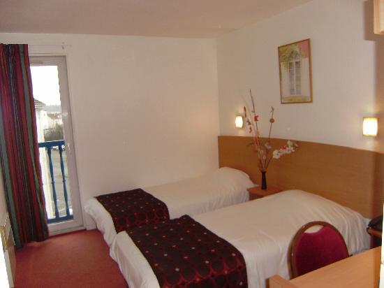 Comfort Hotel Lagny-sur-Marne : Chambre à lits jumeaux