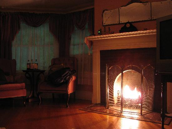 Hartness House: Fireplace in James Hartness Suite - their website's pictures aren't the best.
