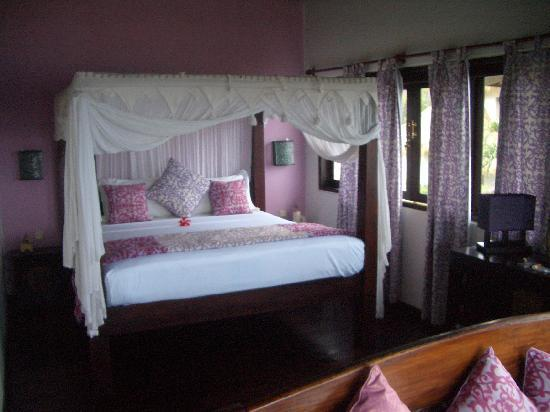 Life in Amed Boutique Hotel: Paradiso Villa upstairs bedroom