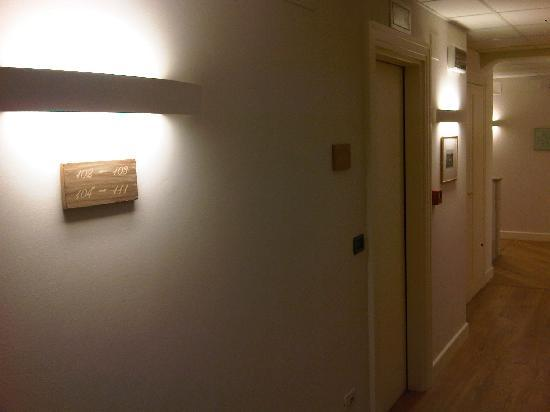 Hotel Residenza 100 Torri: Calm lighting pin passages