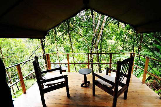 Rio Tico Safari Lodge : Mountain and river view from your spacious terrace