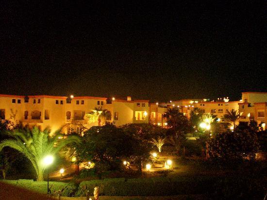 Blue Reef Red Sea Resort: visuale notturna dal balcone della camera