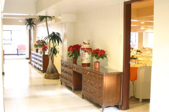 Stone House Manila : hallway