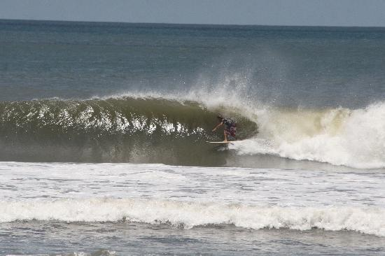 Surf Tours Nicaragua: sequence barrell