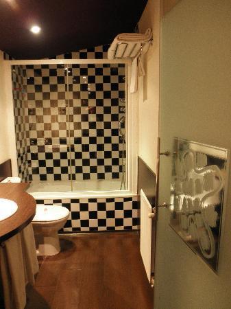 Petit Palace Plaza de la Reina : Bathroom