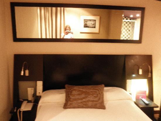 Petit Palace Plaza de la Reina: Room