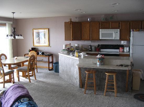 Culver Cove Resort: kitchen area