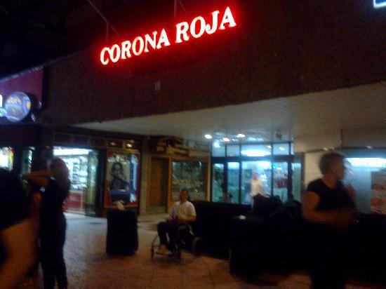Corona Roja - Playa del Ingles: The front of the hotel at night