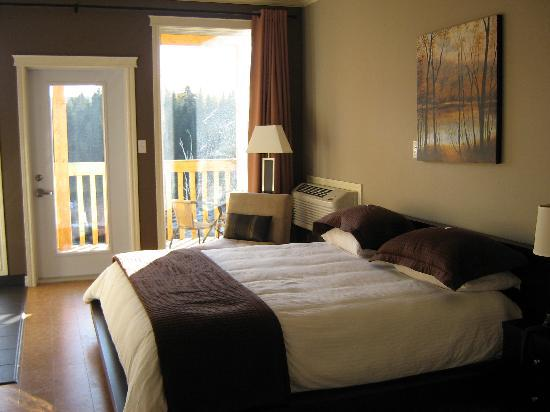 Riverwood Inn: Luxurious bed