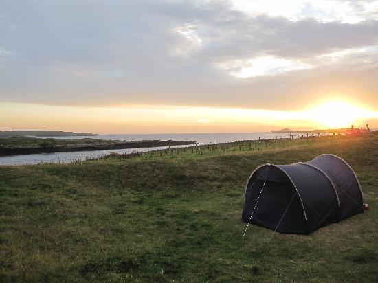 Clifden ecoBeach Camping & Caravanning Park: Sunset at Acton's beachside camping