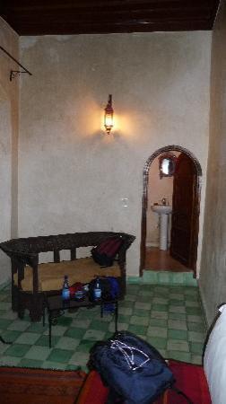 Riad El Mess : petit salon dans la chambre