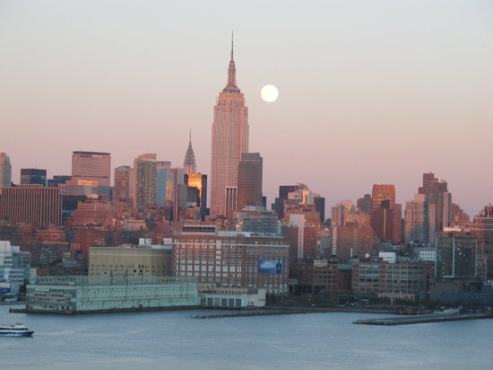 Hoboken, Nueva Jersey: moon rise from our suite