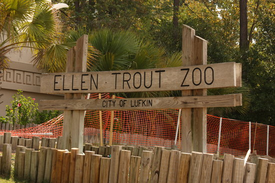 Lufkin, TX : Ellen Trout Zoo - notice the orange fencing