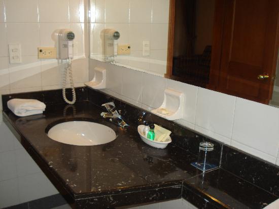 Ghl style hotel los heroes desde s 135 bogot colombia opiniones y comentarios hotel - Amenities en el bano ...