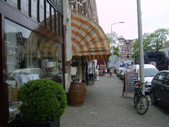 Hotel Mozaic Den Haag: street beside hotel