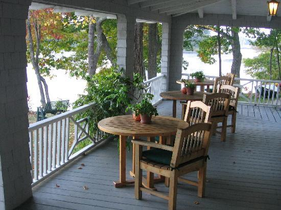 Bufflehead Cove Inn: Bufflehead Cove porch