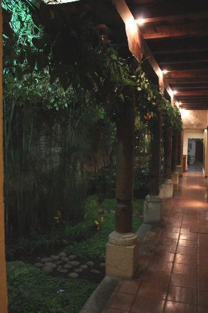 Hotel Lo De Bernal: hallway