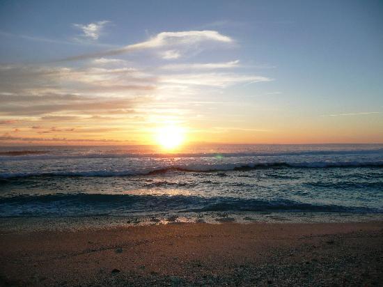 White Sands Beach Resort: Sunset on the beach